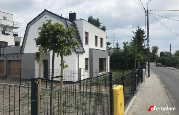 DOM jednorodzinny nowy w centrum Torunia, z garażem na dwa samochody.